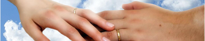 Due mani che si toccano